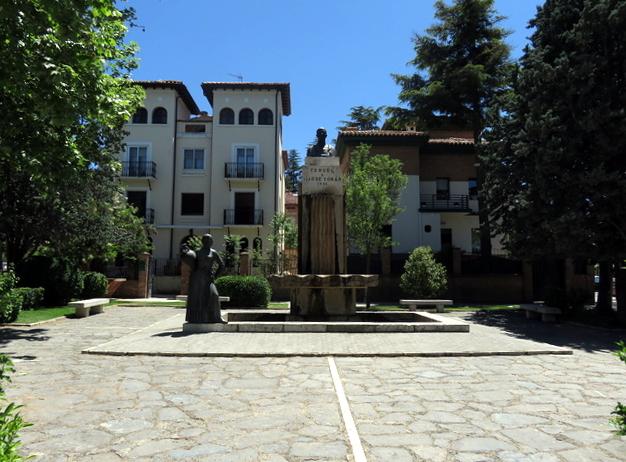 Monumento a José Torán de la Rad