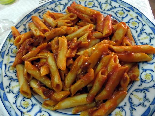 Y unos macarrones con abundante salsa.