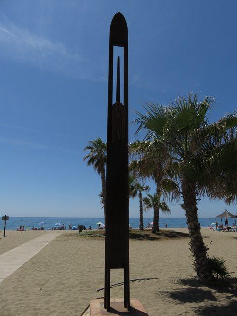 La Aguja, al fondo la playa de la Cala