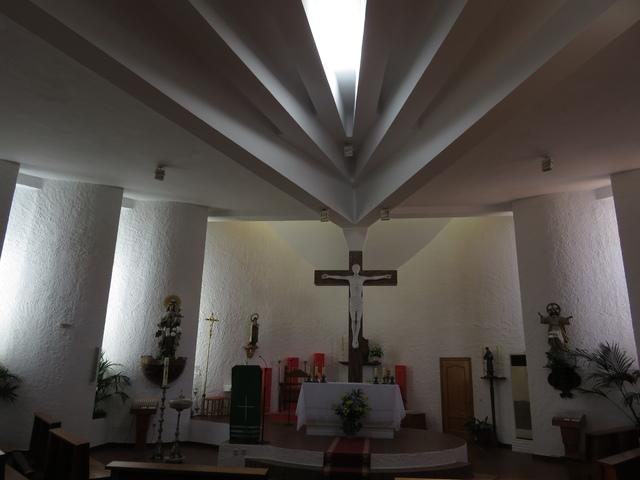Interior de la parroquia de Santa Teresa de Jesús. La Cala de Mijas.
