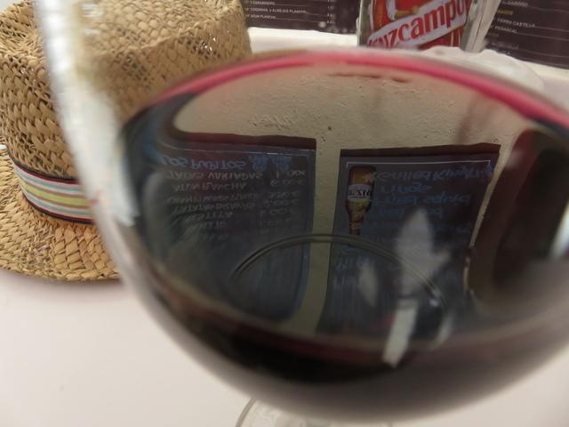 Un tinto de Rioja 1,50€ y te los dan con un pinchito.