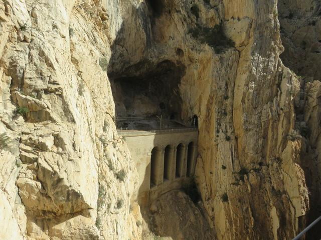 Túnel, puente de ferrocárril en la zona llamada Gran Falla.