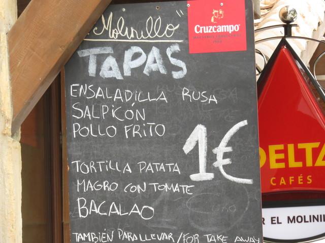 Ensaladilla rusa; salpicón; pollo frito; tortilla de patata; madro con tomate; bacalao... 1€