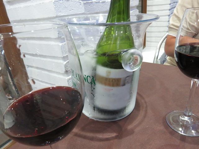 Una botella de vino tinto de Rioja, Carlos Serrés.