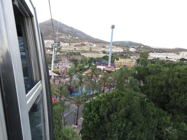 Nos dirigimos hacia el monte Calamarro, pasando por encima del Parque Tívoli.
