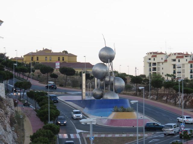 Rotonda en el Bulevard de las Ideas de Arroyo de la Miel (Benalmádena)