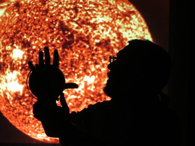 Nuestro monitor ante una imagen del Sol.