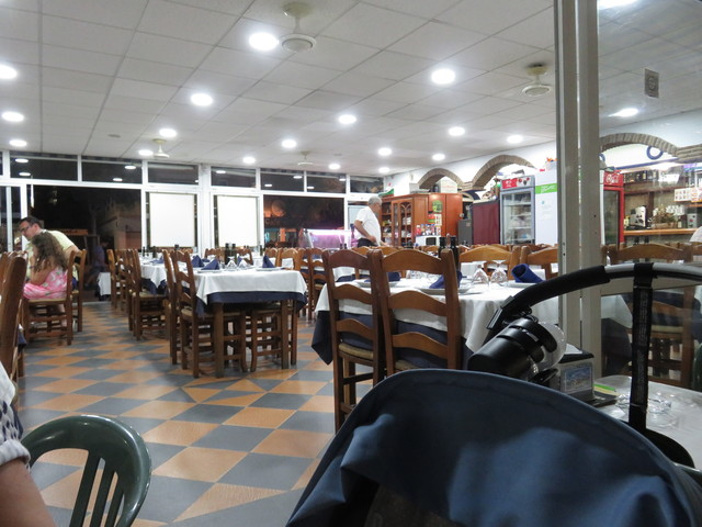 Interior del restaurante Martín Playa.