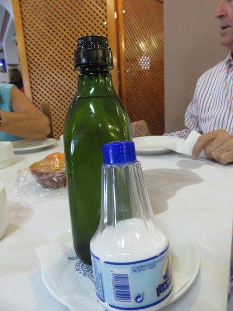 Aceite de oliva y sal.