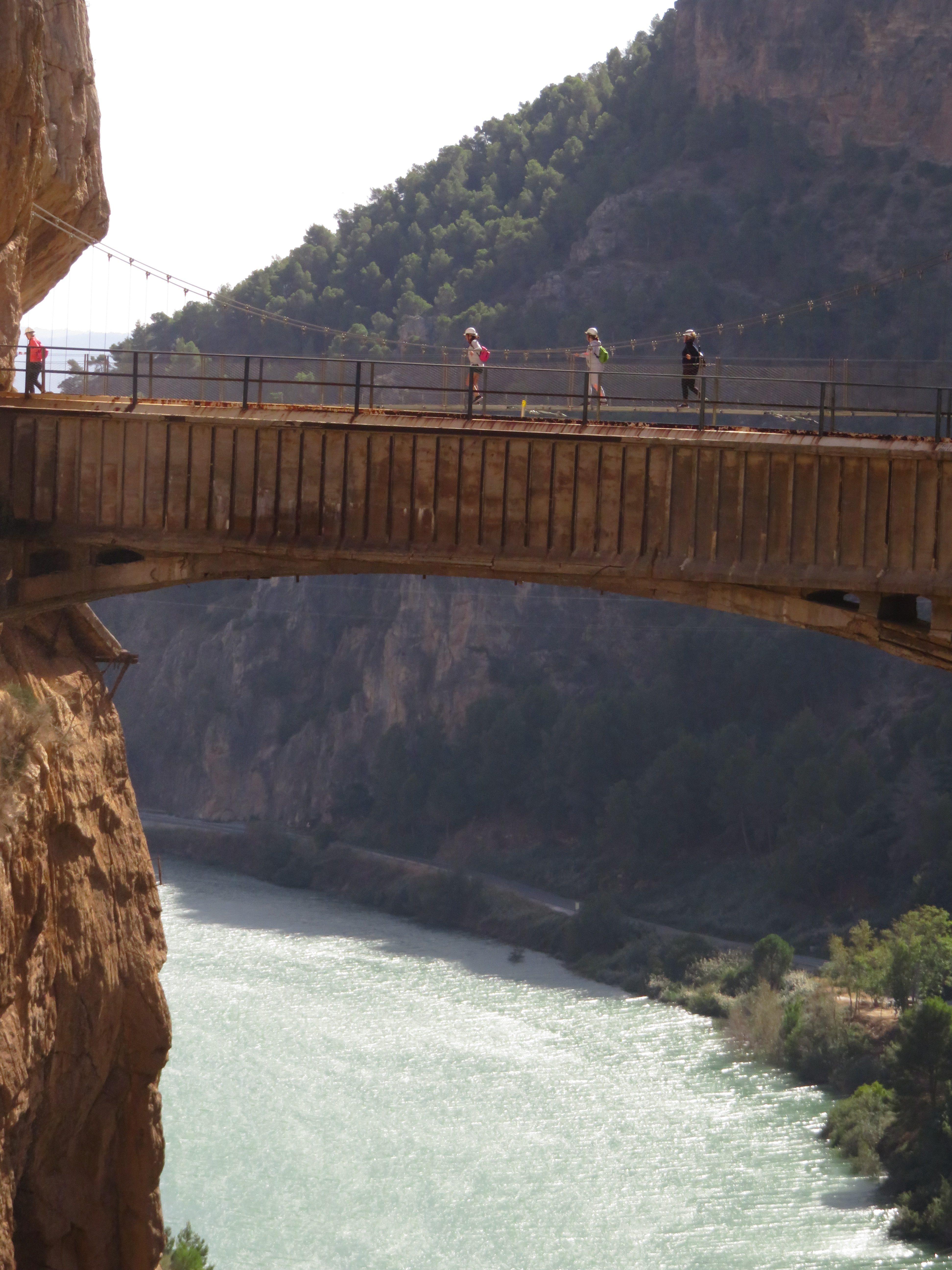 Detalle del acueducto-puente