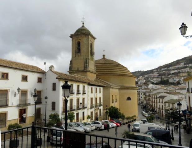 Iglesia de la Encarnación vista desde el ayuntamiento.