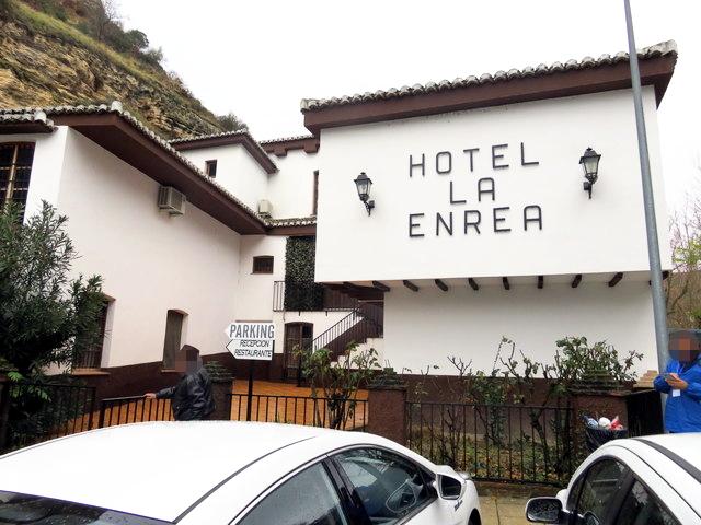Fachada del hotel La Enrea,