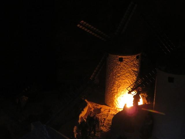 Molino de viento en la noche. Belén monumental de Huétor-Tájar