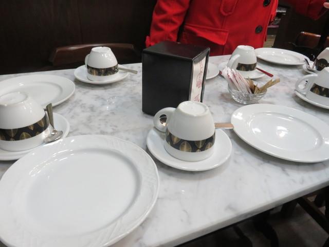 Allí nos esperan unas mesas para tomar un café acompañado por pasteles típicos de Huétor-Tájar
