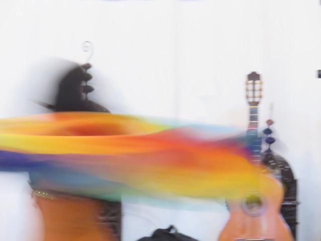 Bailarina envuelta en velos