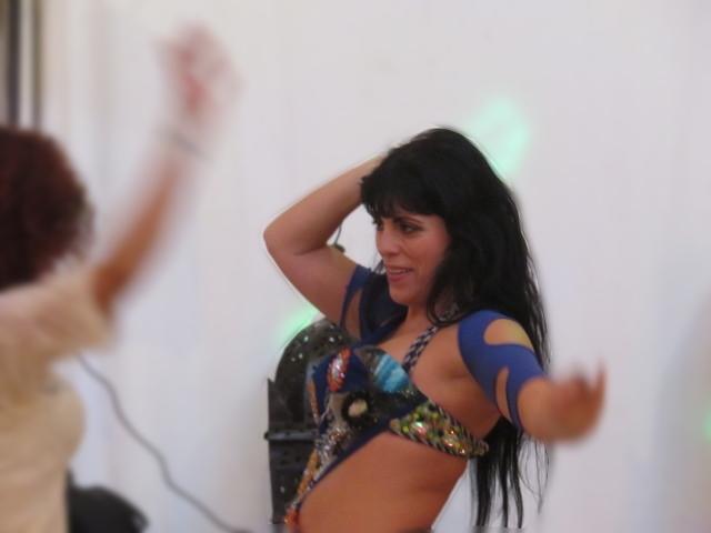 Bailarina con su danza del vientre