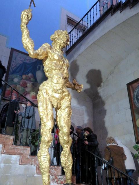 Enfrente de nosotros tenemos el impresionante San Juan de Dalñi.