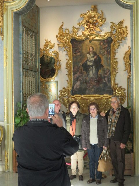 En la sala azul la capilla de la Inmaculada de Lucas Espinós.