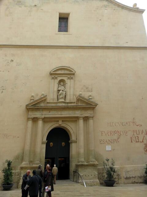 la fachada principal de la iglesia concatedral.