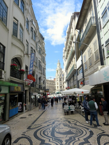 La calle Sampaio Bruno es peatonal y es muy agradable. Los precios no están mal.