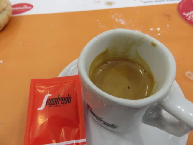 Un café.